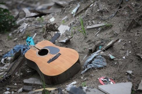 broken-guitar2